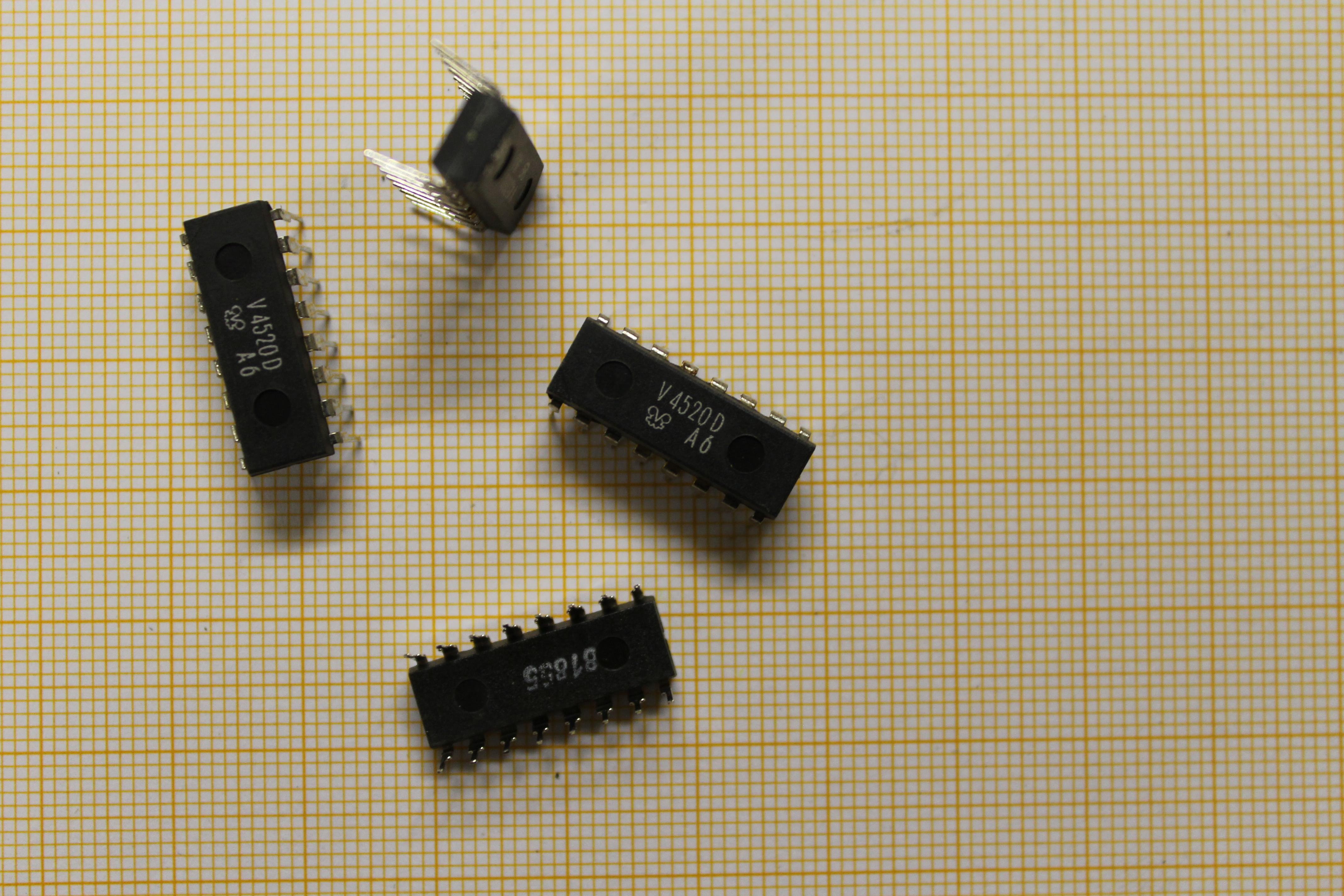 V4520 D - 4bit Zähler DIP16